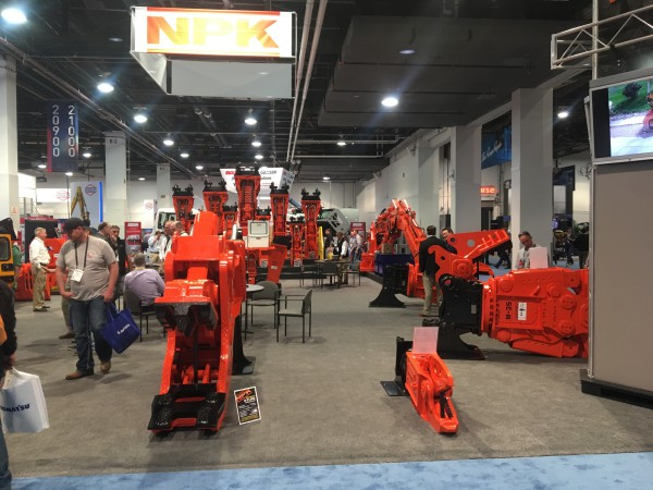 NPK booth, ConExpo 2017 - Size contrast: U31JRA on the left, K3JR demolition shear on the right