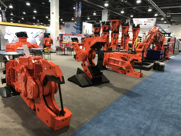 ConExpo 2017 – NPK M35 & M20 processors with shearing jaws.  Center: quick change pulverizing jaw.