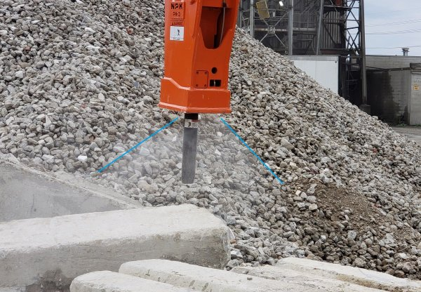 NPK hydraulic hammer - dust suppression spray